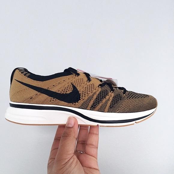 Nike Flyknit Trainer Golden Beige